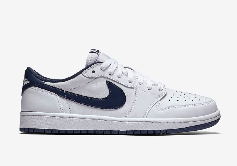 "Official Photos Of The Air Jordan 1 Retro Low OG ""Midnight Navy"""